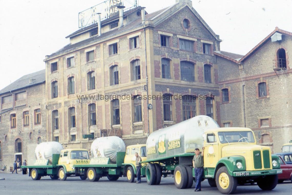 Camions citernes en partance pour la kermesse de la bière à Cambrai. (photo Mr Niedermayer)